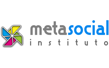 MetaSocial Institute logo, consisting of a pinwheel with yellow, green, red and blue curls arranged in a circle on a horizontal axis. Two lines to the right read metasocial and instituto. Written in a small font, the words meta and instituto are gray, and social is blue.